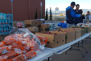 Image of volunteers at the Grace Place mobile pantry.